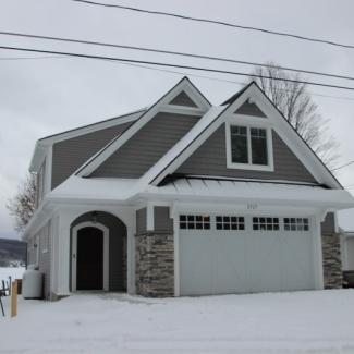 Lake Side Home - Garage